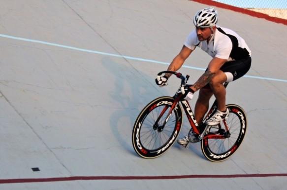Fuji-Track-Elite-Cesar-Riding-1-600x396